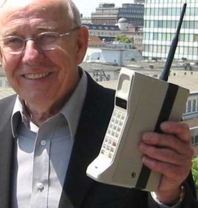 Первый настоящий сотовый мобильный телефон 1983 года...