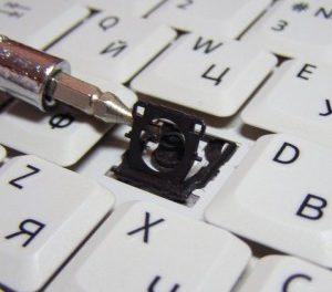 Как правильно и быстро снять клавиши с клавиатуры ноутбука